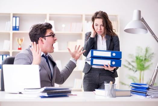 Penyebab orang suka menunda-nunda pekerjaan karena suka menentang atasan